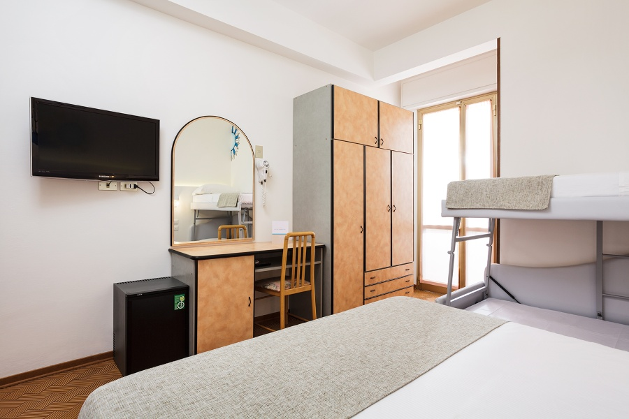 Hotel With Family Rooms With Facilities For Kids In Rimini Italy